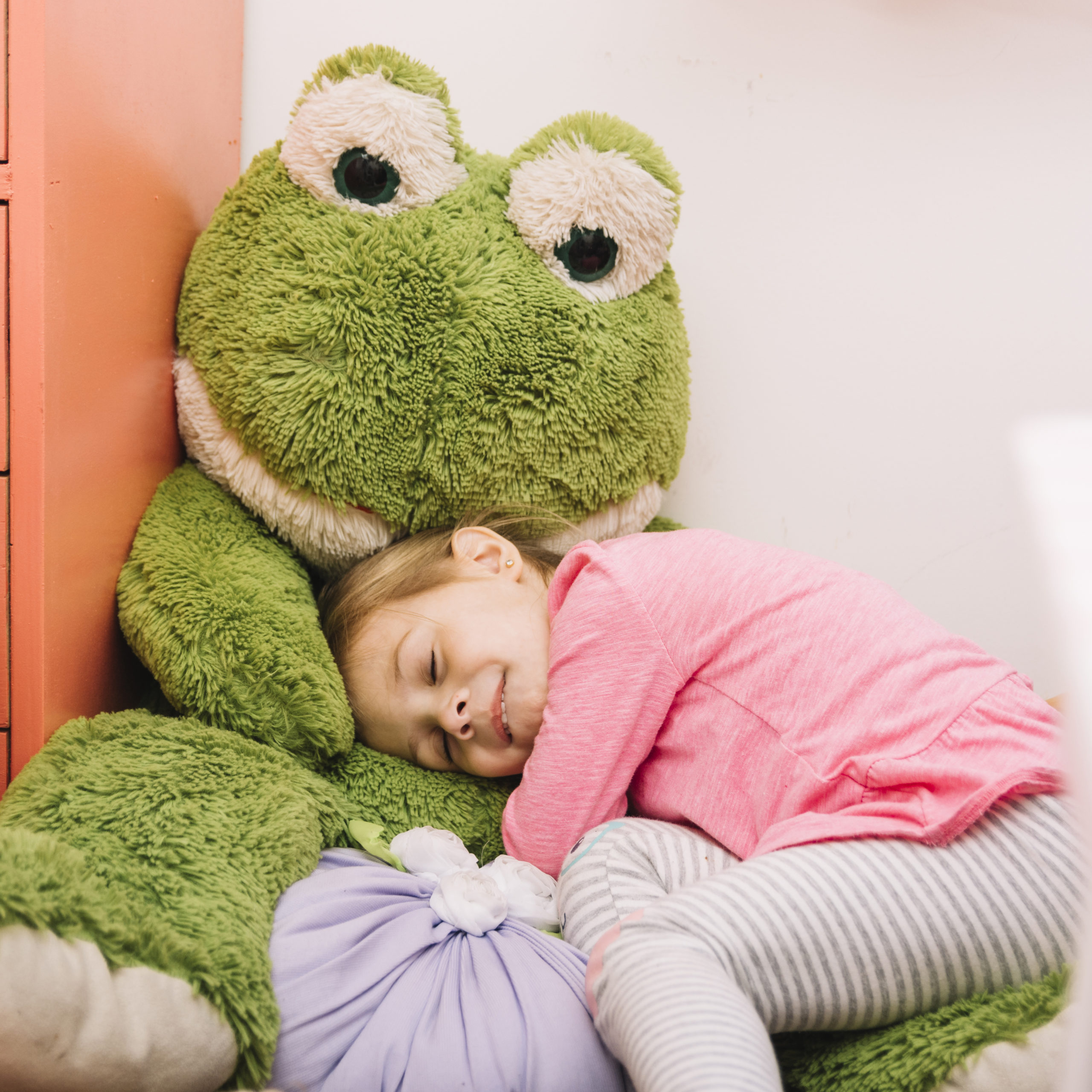 cute-girl-sleeping-with-soft-toy